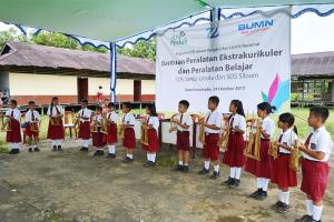 PLN Bantu Sekolah di KKR Dan Sanggau