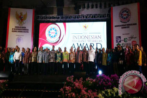 KJRI Kuching Beri Penghargaan Pekerja Migran Terbaik