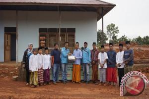 WHW AR bantu MTs dan masjid di Kendawangan