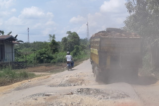 Dishub KKU ingatkan jalan berlubang Siduk - Teluk Batang