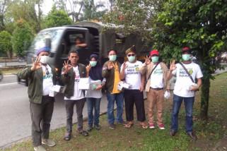 Relawan Sutarmidji-Norsan bagikan masker gratis