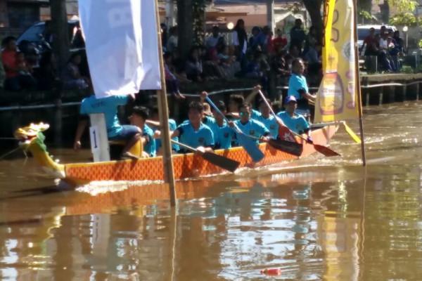 """Lomba perahu """"dragon boat"""" meriahkan Festival Sungai Jawi"""