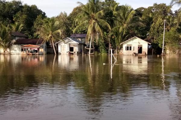 Fasilitas umum di Kapuas Hulu masih terendam banjir