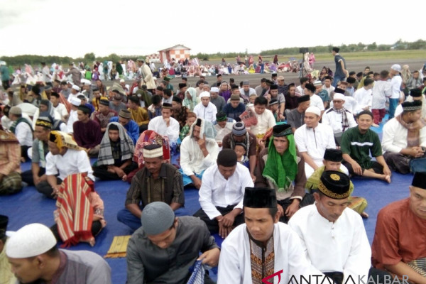 Catholic youths safeguard Eid worship in West Kalimantan