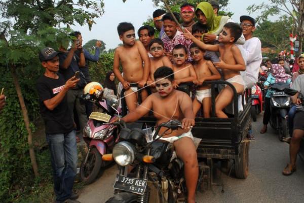 Pawai Festival Kesenian Rakyat