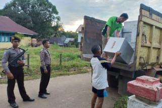 Distribusi logistik pilkada ke pedalaman Sintang aman lancar