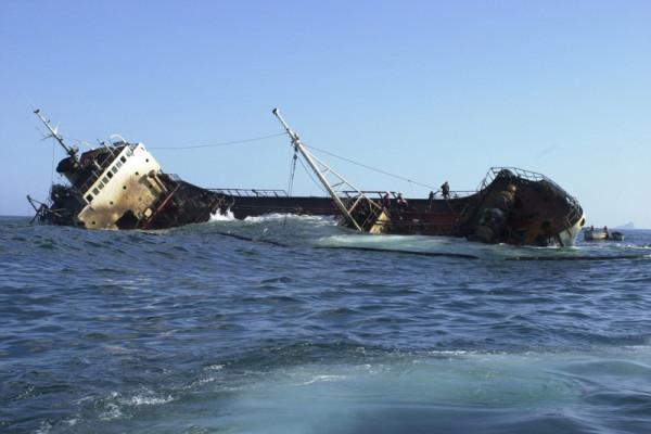 Kapal pengungsi tenggelam tewaskan 19 orang