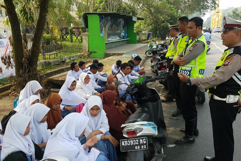Polisi Tertibkan Aksi Konvoi Pelajar