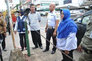 Dishub Pontianak tertibkan rantai pembatas ilegal di fasum