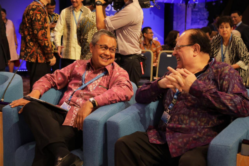 Gubernur BI gunakan Tenun Sambas pada pertemuan IMF WB