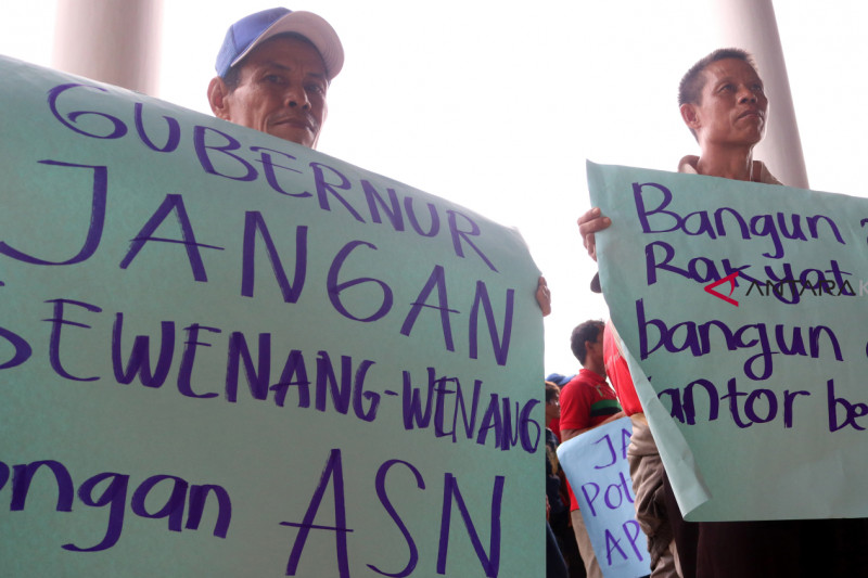 Aksi damai di Kantor Gubernur Kalbar