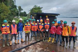 PLN Sanggau pasang kabel sepanjang 850 meter di bawah air Sungai Kapuas