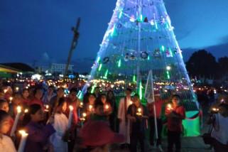 Pawai Seribu Lilin di Gebyar Natal Sekadau