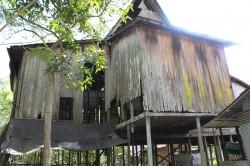 Rumah Adat Banjar Bumbungan Tinggi Memprihatinkan