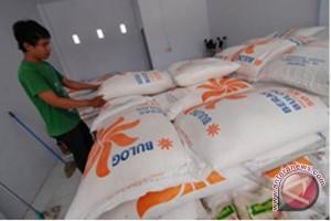 Bulog Kotabaru Serap Beras Lokal 49 Ton