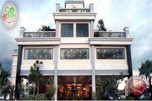 TPK Hotel Bintang  Turun 3,35 Persen