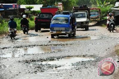 Kerusakan Jalan Jadikan Pasar Bajayau Tidak Berfungsi