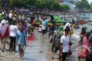 Wisatawan Keluhkan Kebersihan Pantai