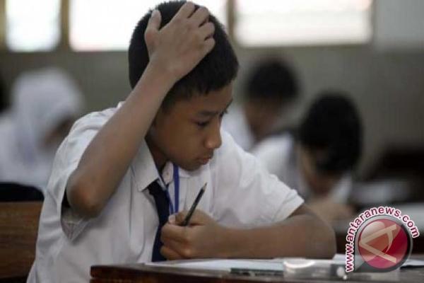 Tujuh Siswa SMP Tak Lulus UN