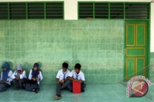 Sembilan Sekolah Belum Terima Soal