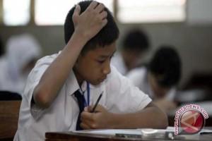 Empat Siswa SMP Ikuti UN Susulan