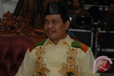 Wakil Gubernur Terpaksa Dibopong Usai Foto Bersama