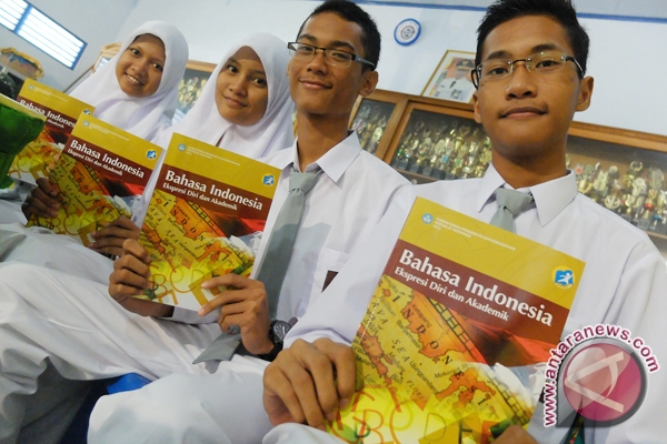Government Make 2013 Curriculum Textbook Free