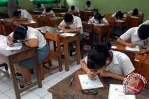 Siswa Miskin SMA Dapat Bantuan