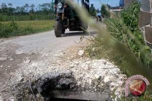 TNI Buka Akses Jalan Desa Takulat - Baco