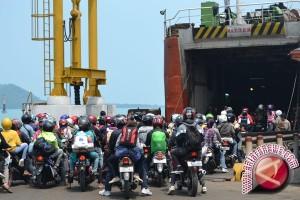 Arus Penumpang Penyeberangan Batulicin Normal