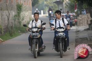"Pelajar ""Ngotot"" Bawa Sepeda Motor"