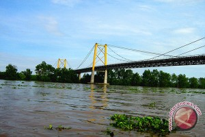 """DPRD  Desak Perbaikan """"Finder"""" Jembatan Rumpiang"""