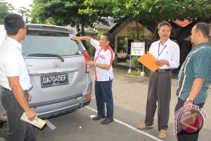 Kejari Banjarbaru Bagikan 1.000 Stiker Anti-korupsi