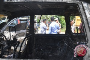 Four People Burned in a Car