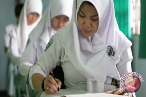 Peserta UN SMA 3.702 Siswa