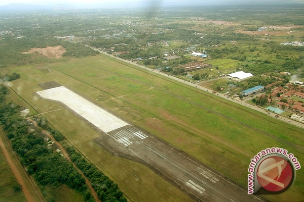 Pimpro Syamsudin Noor Awasi Ketat Pengerjaan Bandara
