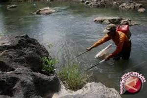 Satpolair Tangkap Penyetrum Ikan