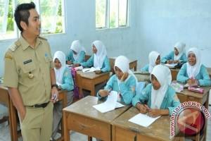 Tanah Bumbu Kirim 1.000 Guru Tingkatkan Kualitas