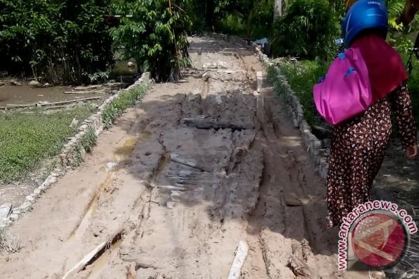 Jalan Desa Pagatan Besar-Desa Tabonio Rusak