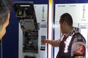 Polisi Kejar Pelaku Pembobol ATM Bank Mandiri