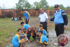 Banjarbaru Programkan Gerakan Siswa Menanam