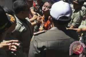 Satpol PP Dismantled Ex-Brothel Houses in Banjarmasin