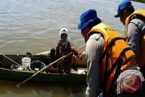 Satpolair  Laksanakan Polmas Di Bantaran Sungai