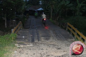 Two Trans Kalimantan Bridges to Collapse