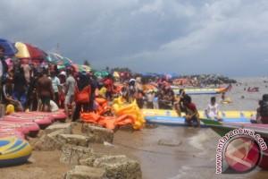 Bantuan Pusat Tangani Abrasi Pantai