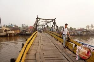 Banjarmasin Terus Benahi Jembatan Tua Kayu Ulin