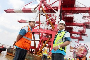 Empat Container Crane Baru Pelindo Tiba