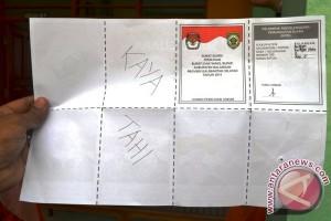 Pemilih Protes Dengan Mencoreti Surat Suara