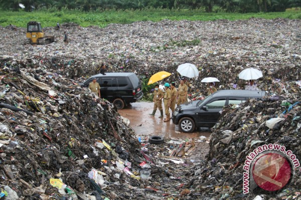 Banjarmasin adds budget for garbage transporting