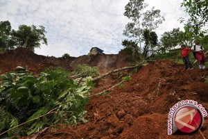 One Diamond Miner Buried by Avalanche in Banjarbaru